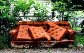 Rêver de canapé abimé
