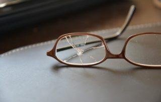 Rêver de casser des lunettes
