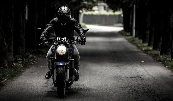 Conduire une moto dans un reve